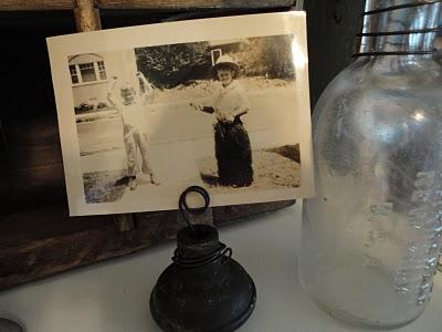 Junkin Julie Door Knob Photo Holder
